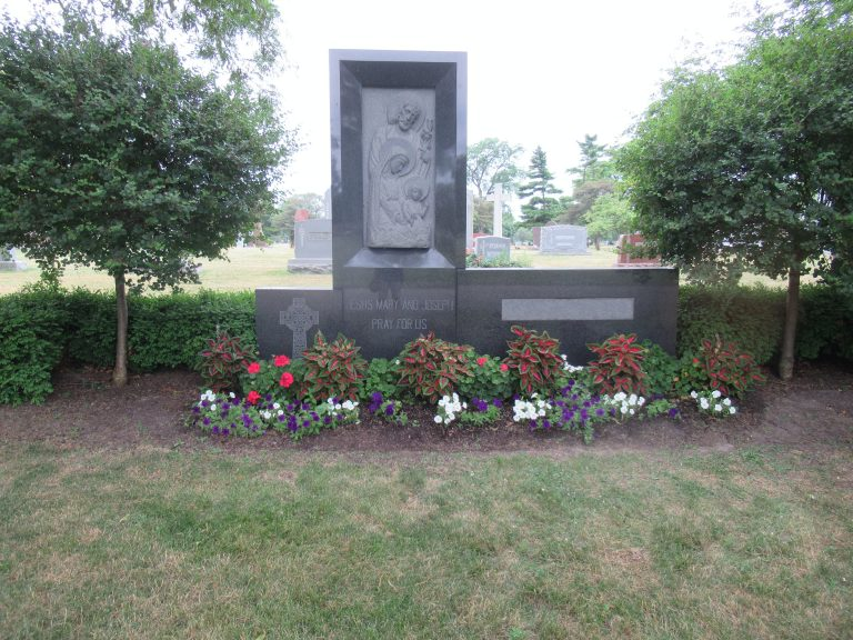 Grave with flowers